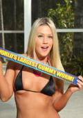 Large gummi worm for the ass of blond beauty