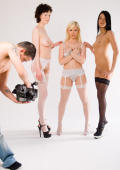 3 perfects teens show glamour strip-tease