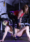 Black Latex Mistress with real white slave