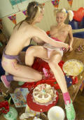 Birthdayparty gets messy.