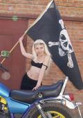 Sexy pirat bikergirl.